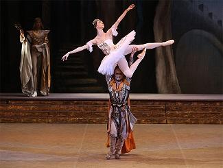Bolshoi Ballet Live Transmisje i retransmisje do kin przedstawień baletowych  z moskiewskiego Teatru Bolszoj