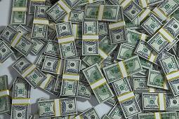 Wyprowadzono ponad 430 miliardów dolarów