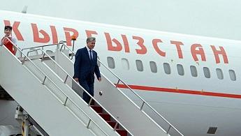 Były prezydent Kirgistanu opuścił kraj