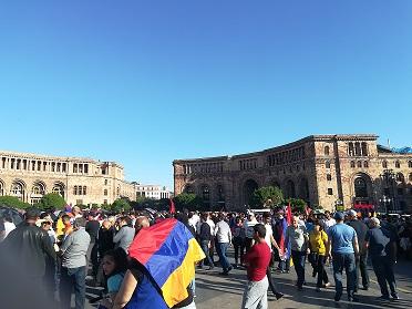 Pokojowa rewolucja w Armenii odniosła sukces - wola narodu została spełniona